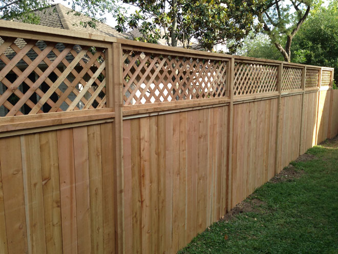 cedar privacy fence with lattice top